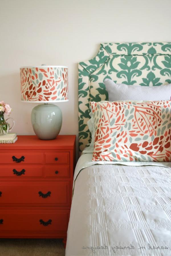 détails-couvre-lit-et-coussins-en-prints-florals