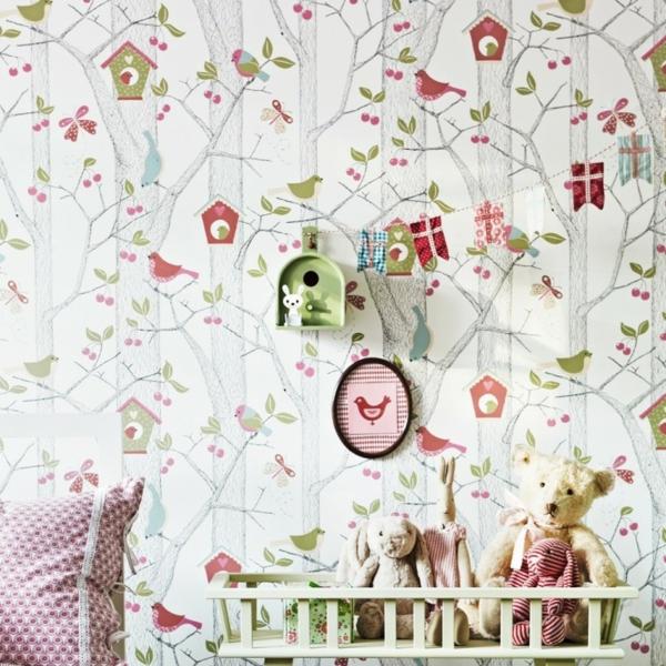 détails-de-chambre-enfant-ou-bébé-fleurs-lapin-couchette