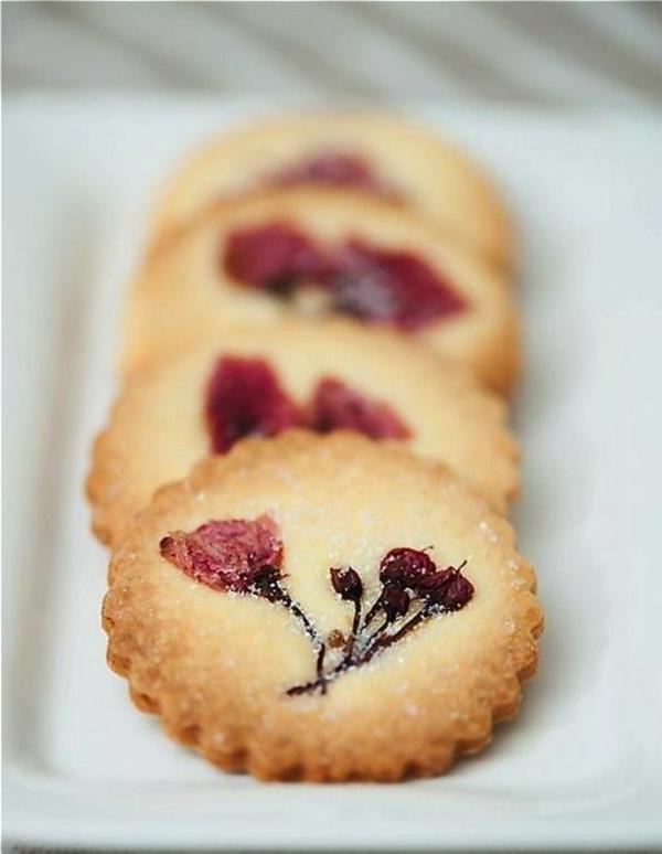 dans-la-patisserie-de-la-maison-on-fait-des-cookies-florées