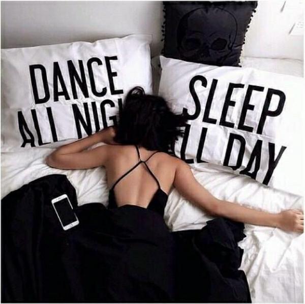 danser-toute-la-nuit-dormir-toute-la-journée-resized