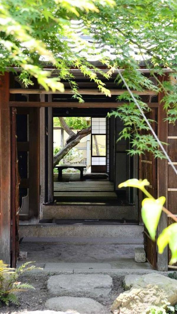 extérieur-japonais-maison-plantes-vertes