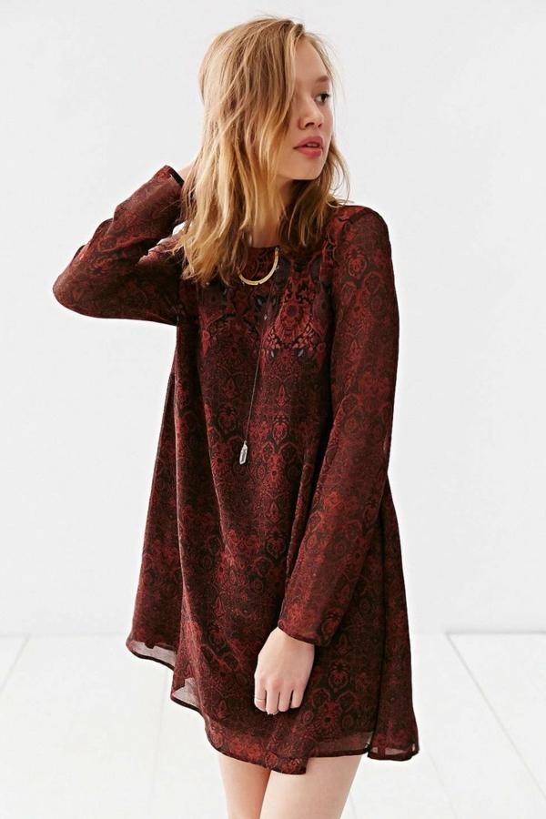 femme-moderne-robe-avec-manches-longues-jolie