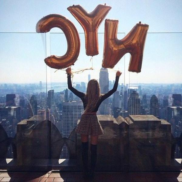 fille-ballons-appartement-new-yorkais-décoration-intérieur