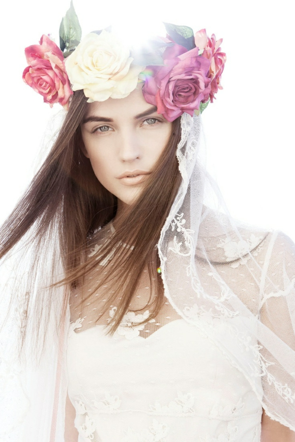 fille-cheveux-brun-couronne
