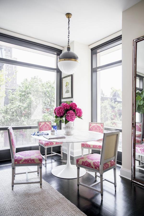 fleurs-cuisine-salle-à-manger-à-décoration-floral-heureux