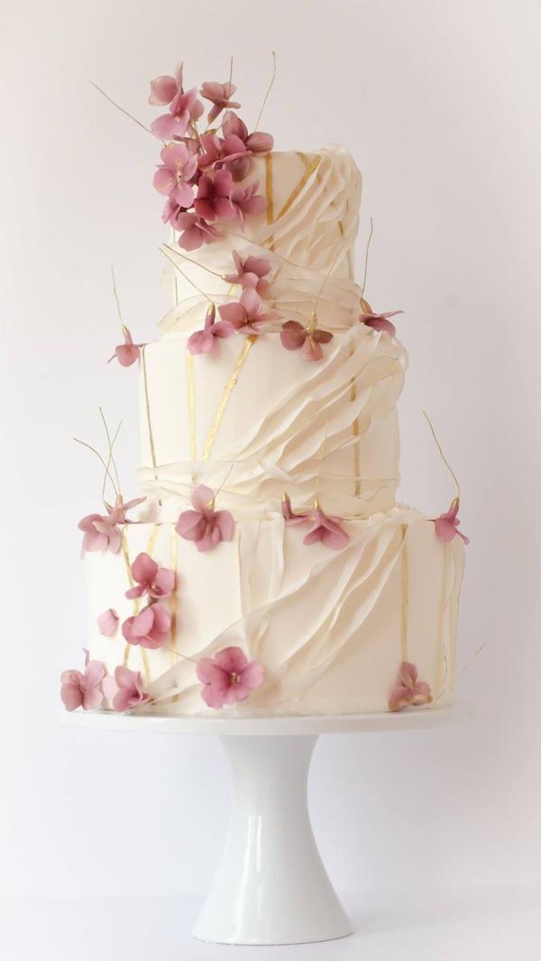 gâteau-anniversaire-fleurs-blanc