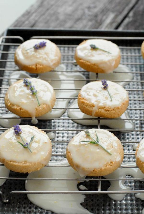 gâteau-prêt-à-la-maison-faite-par-vous-avec-fleurs