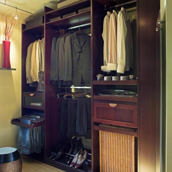 garde-robe-bien-aménagée-Idées-créatives-petite-maison-resized