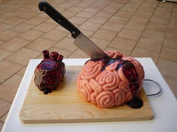 gateau-original-anniversaire-délicieux-cerveau-vampire-coeur