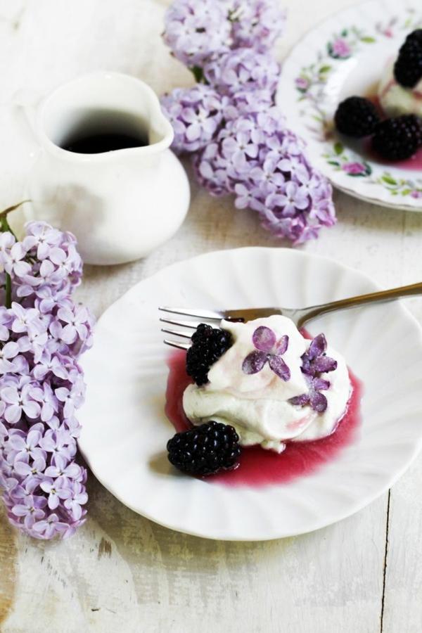 glace-avec-des-violettes-comestibles