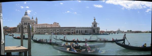 gondoles-visite-de-La-jolie-ville-de-Venise-que-voir-resized