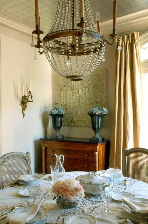 gothique-interieur-vintage-chaise-table