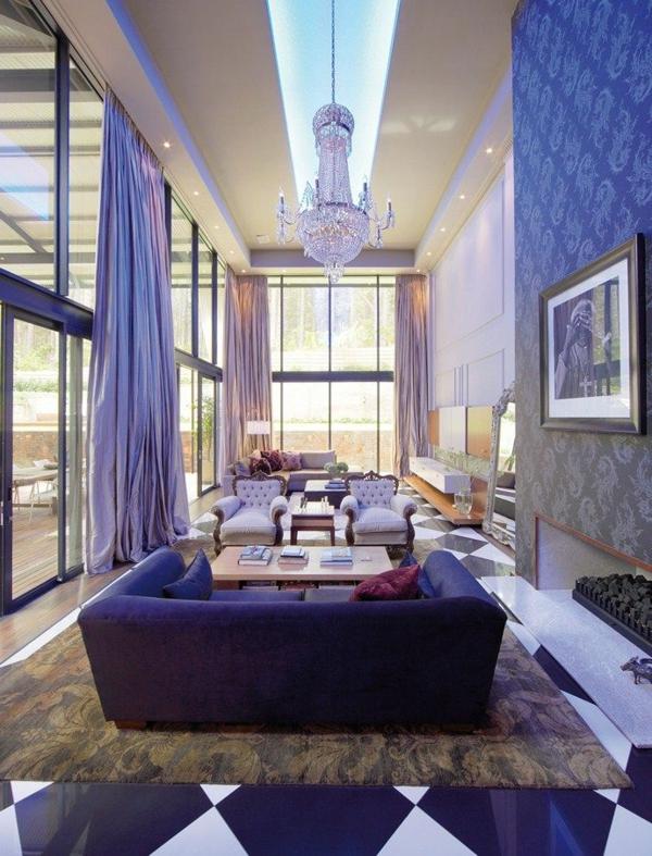 grand-salon-violet-table-sofa-rideax-fenêtres-grandes-jolie-lustre