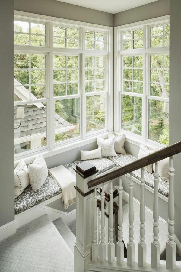 chambre avec grandes fenêtres