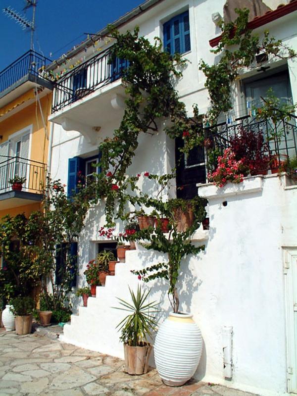 grecque-maison-rue-architecture