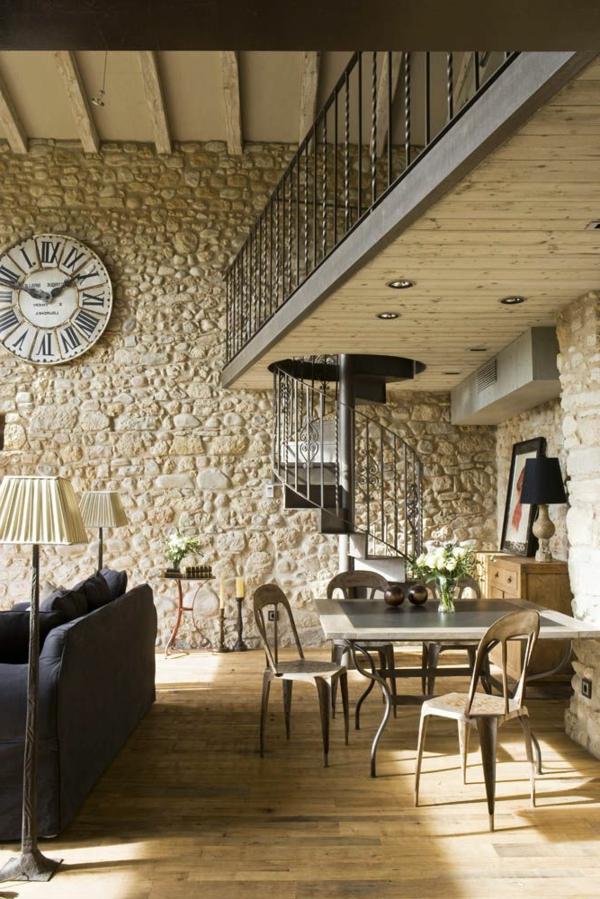 horlogue-sofa-escalier-salle-de-séjour-ambiance-mur-en-pierre