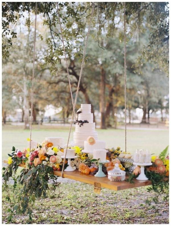 idées-créatives-pour-gâteaux-originaux-célébrez-dans-le-gardin-table-flottant