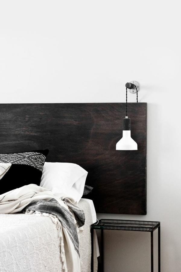 idées-pour-fabriquer-une-tête-de-lit-détail-lit-coussins-blanc-et-noir