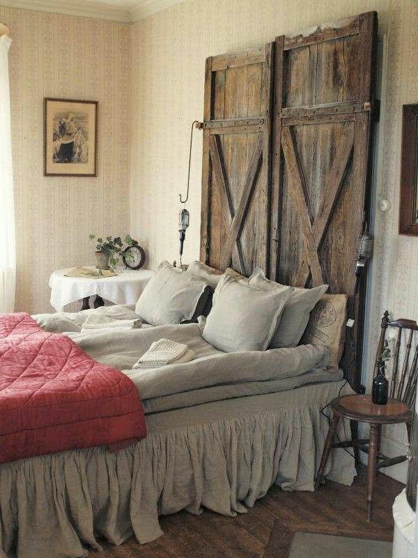 idées-pour-fabriquer-une-tête-de-lit-en-bois-porte-transformé-en-tête-de-lit