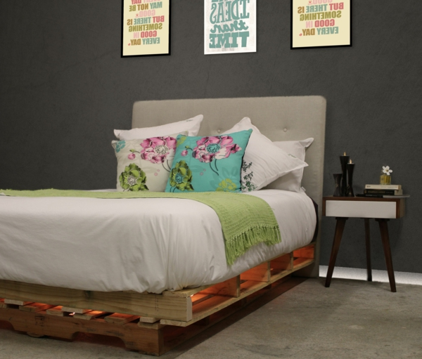 50 id es pour fabriquer une t te de lit. Black Bedroom Furniture Sets. Home Design Ideas