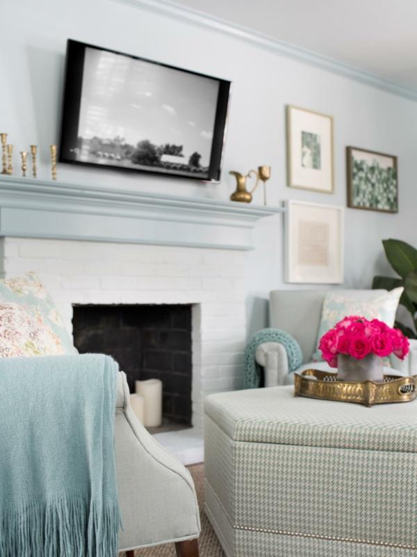 intérieur-printemps-bleu-rose-peintures-canapé-pièce