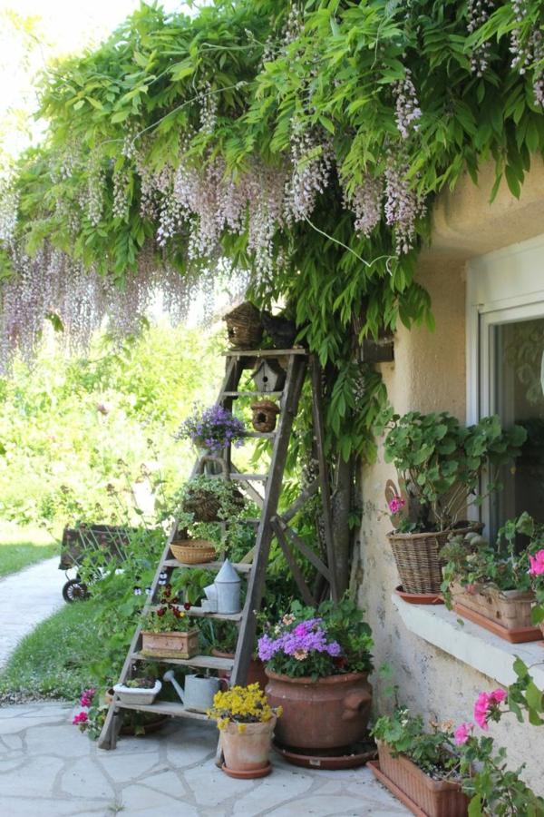 jardin-étagère-échelle-vert-fleures-arbre-peleuse-resized