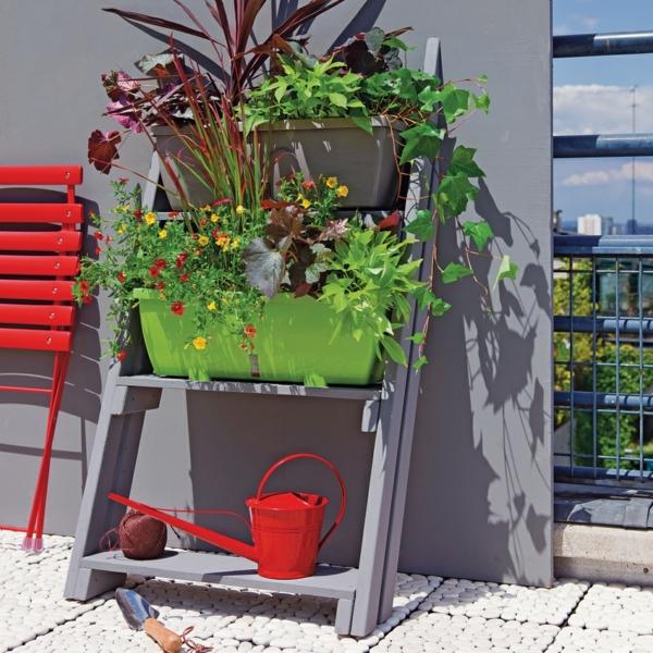 jardin-sur-le-toit-étagère-échelle-vert-fleures
