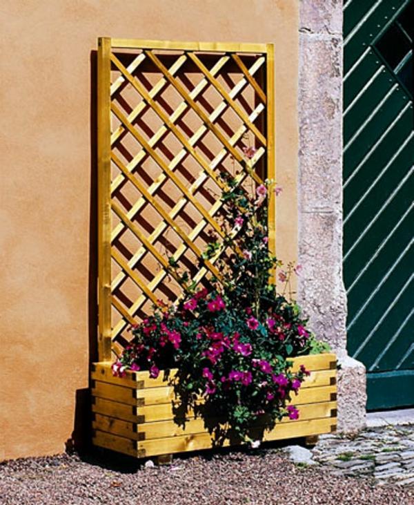 jardinière-avec-treillis-collée-au-mur
