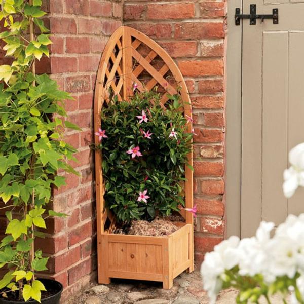 La jardini re avec treillis vous aide r aliser une for Decorer un mur exterieur