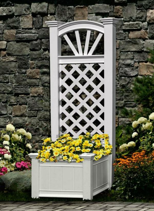 jardinière-avec-treillis-design-blanc-vintage-un-mur-en-pierre