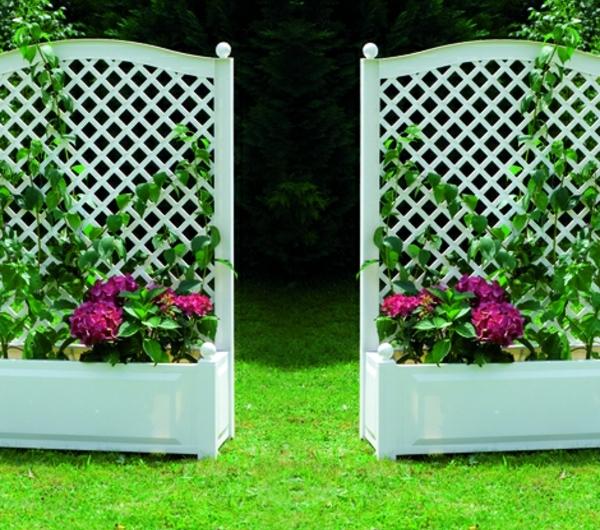 jardinière-avec-treillis-design-miraculeux-et-fleurs-pourpres