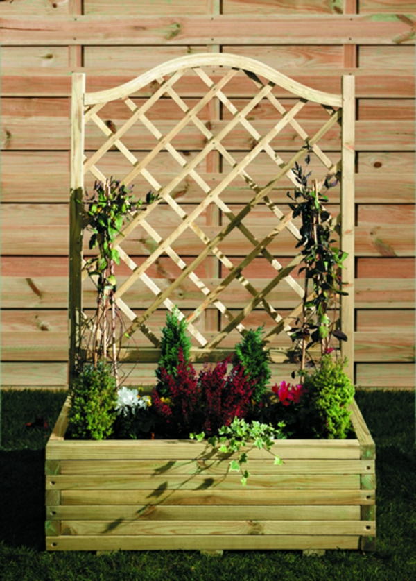 jardinière-avec-treillis-fleurs-en-couleurs-radieuses