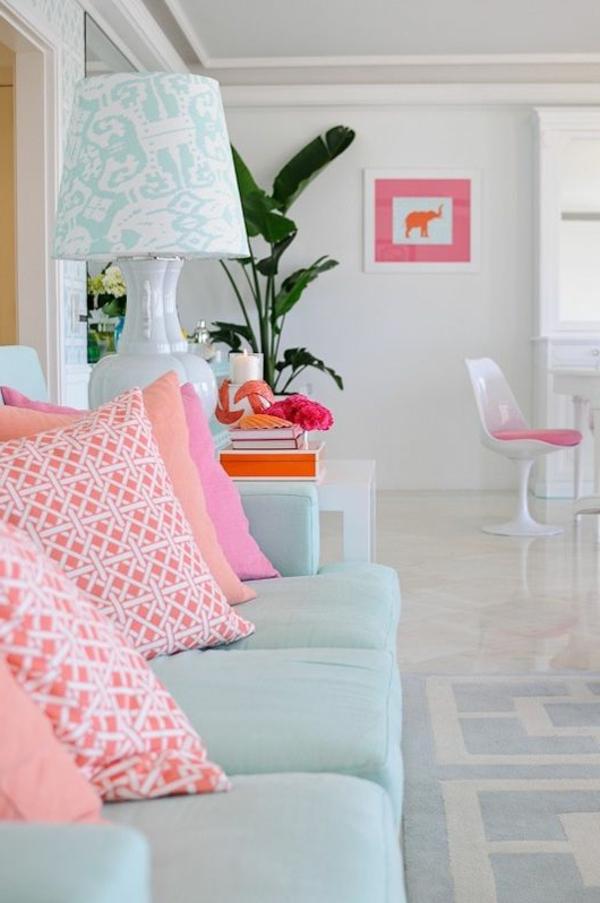 jolie-en-blanc-et-rose-canapé-lit-chambre-de-relax-bougie