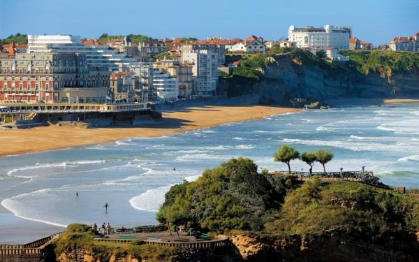 jolie-paysage-de-Biarritz-plage-vagues