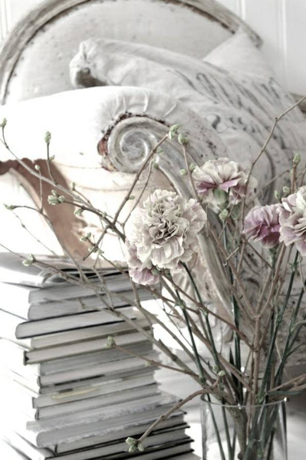 jolie-pièce-blanc-fleurs-sofa-style-gustavienne