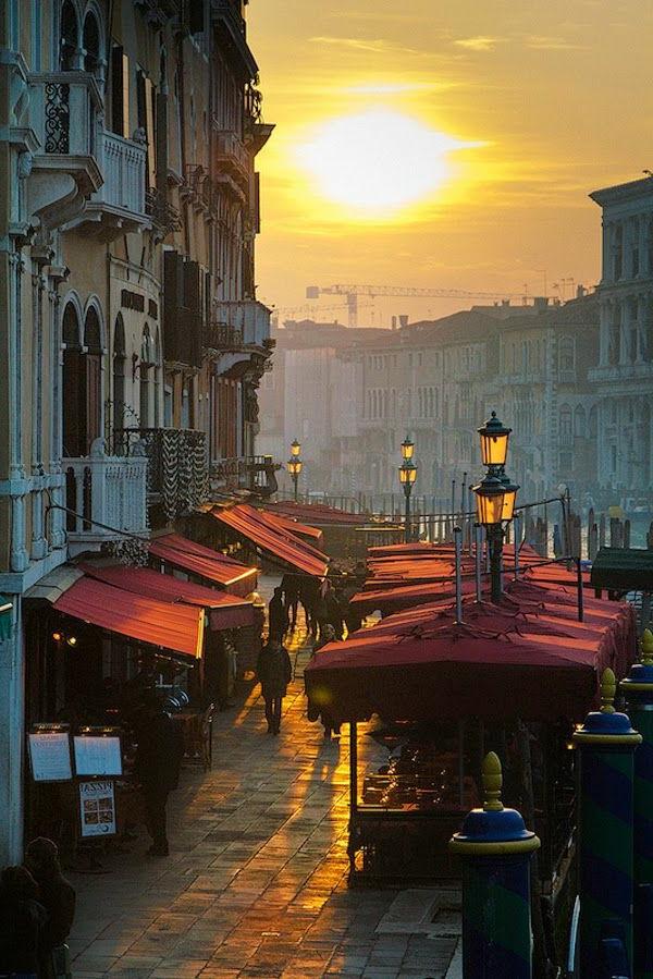 jolie-soirée-sur-les-rues-de-Venise-Les-vacances-vénitiennes