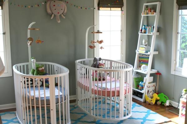 jumeaux-jouets-lits-bébés-petits-créative