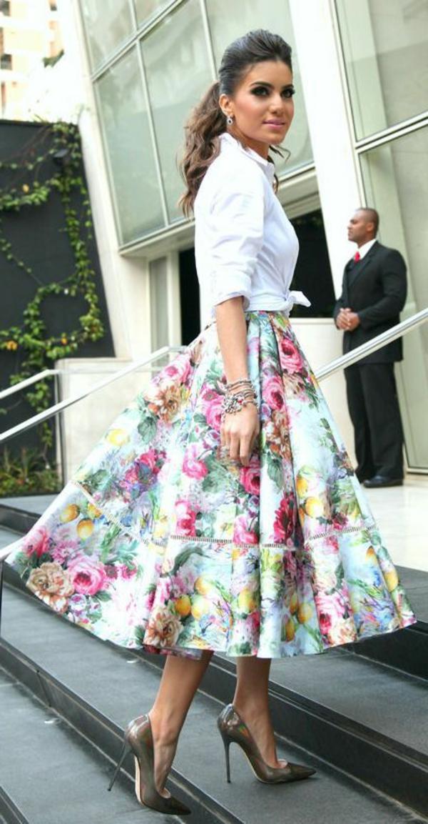 jupe-corolle-florale-très-élégante
