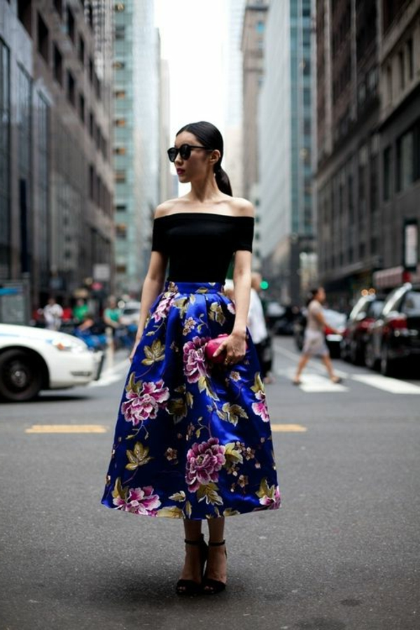 jupe-corolle-mi-longue-florale-et-blouse-à-épaules-nus