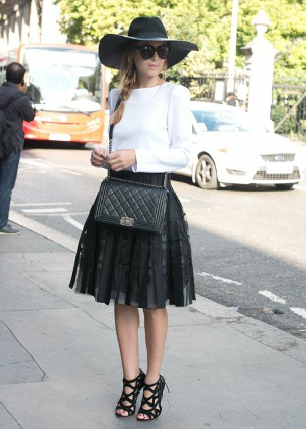 jupe-corolle-noire-et-une-blouse-blanche