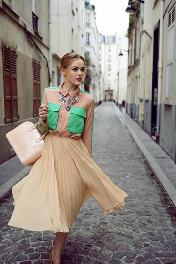 jupe-corolle-plissée-en-couleur-champagne