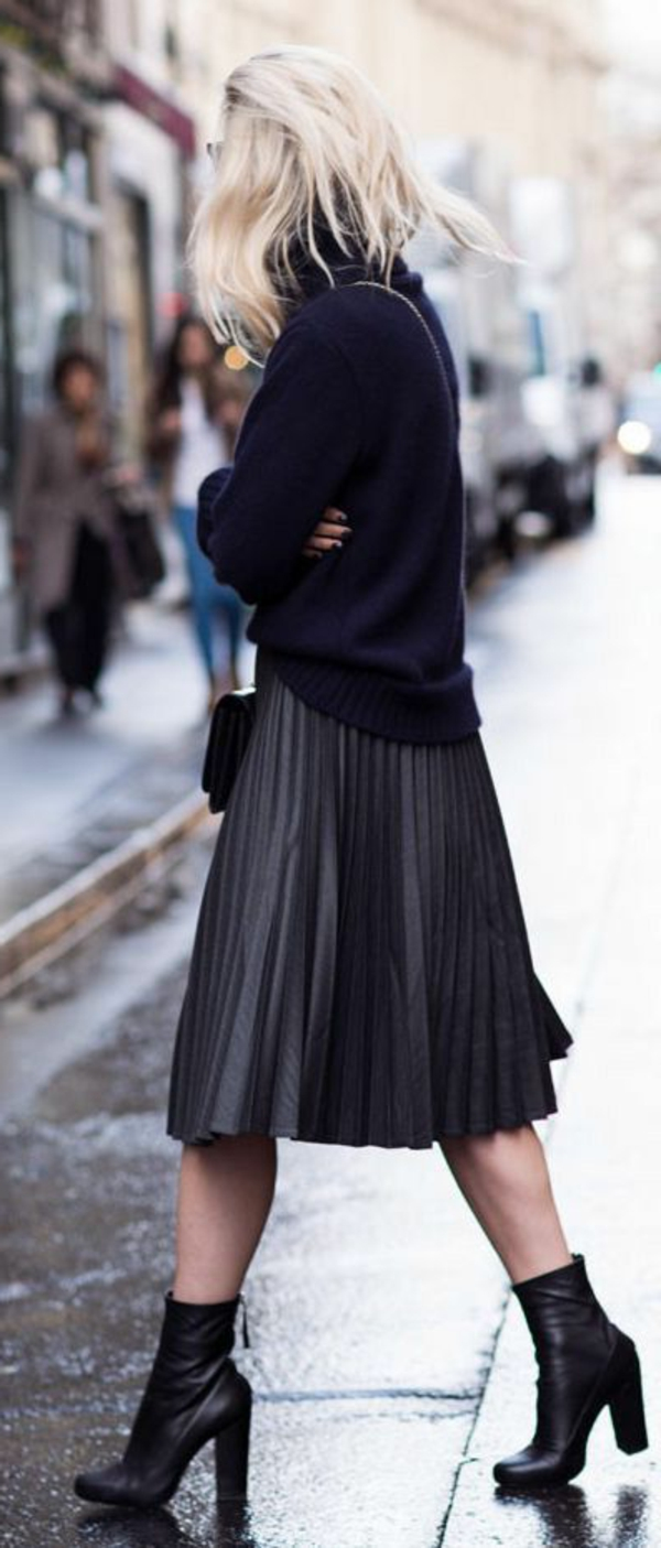 jupe-corolle-plissée-et-noire