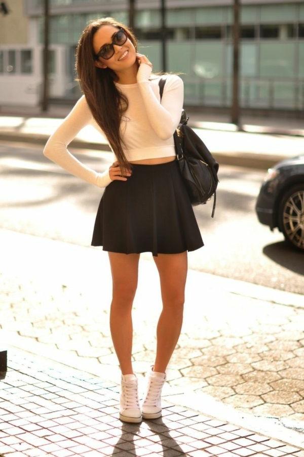 jupe-corolle-une-mini-jupe-noire