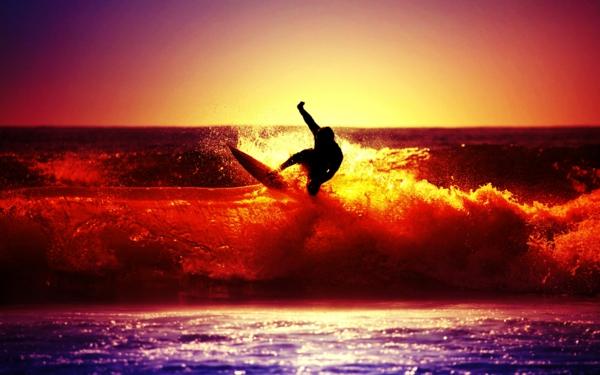 la-plage-surf-au-couche-de-soleil