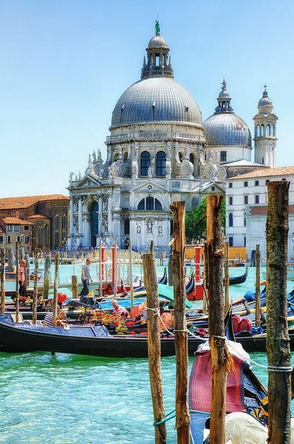 la-visite-de-Venice-jolie-cité-entre-les-chanaux-photo-peinture