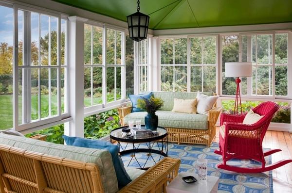 lampadaire-tripode-apiètement-rouge-une-petite-lampe-ronde-sofas-originaux
