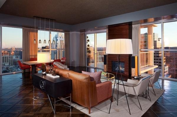 lampadaire-tripode-carrelage-marron-et-de-grandes-fenêtres