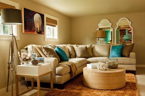 lampadaire-tripode-deux-miroirs-baroques-une-table-basse-en-bois-et-sofa-beige