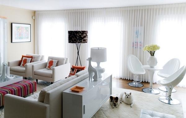 lampadaire-tripode-noir-et-intérieur-blanc