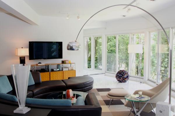 lampadaire-tripode-sol-blanc-et-lisse-grandes-fenêtres